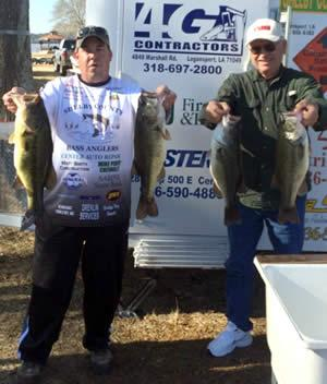 Jason Wells and John Olive cull out the winning stringer weighing 25.43lbs.