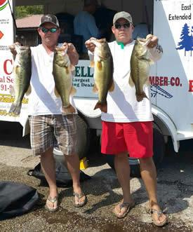 Ricky Sims and Jason Wells with the overall winning stringer of 22.97lbs